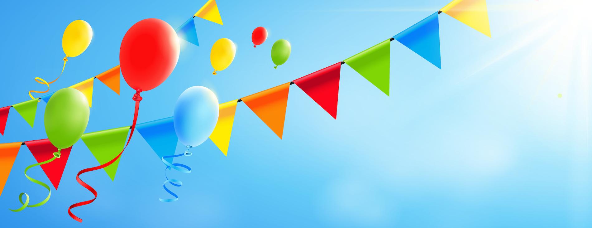 Bunte fliegende Luftballons mit Girlanden und sonnigem Himmel – Banner mit Textfreiraum